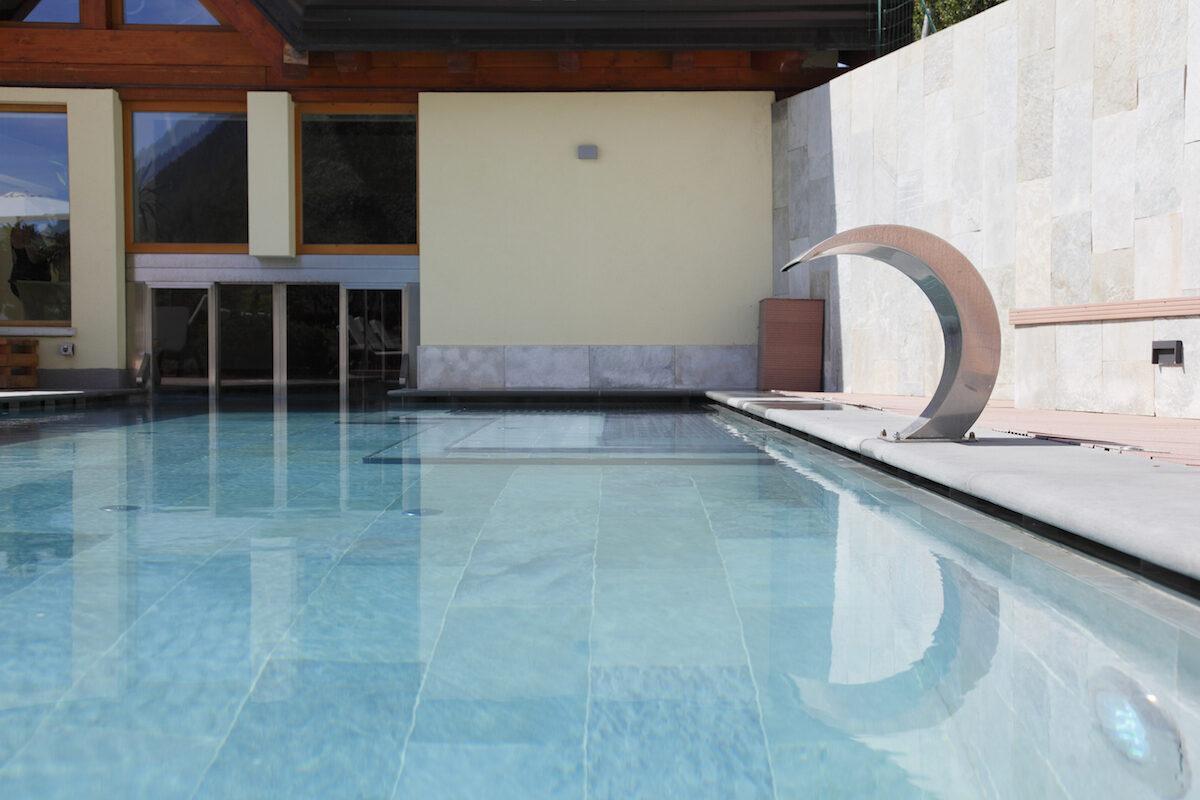 Hotel con piscina riscaldata in trentino val di sole hotel salvadori - Hotel in montagna con piscina ...