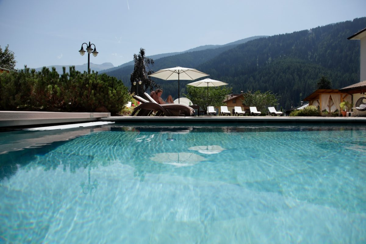 hotels mit schwimmbad im val di sole trentino freibad im winter beheizt. Black Bedroom Furniture Sets. Home Design Ideas