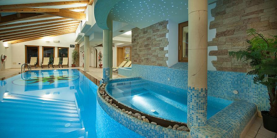 Hotel Con Piscina Calda Trentino